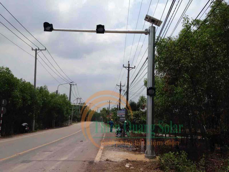 Đèn chớp vàng cảnh báo giao thông D300